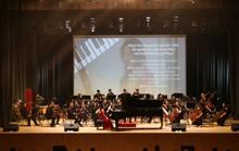 Hai thần đồng piano biểu diễn ra mắt Nhà hát Truyền hình ĐH Văn Lang