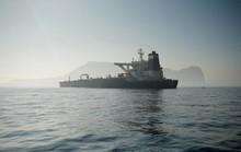 Tàu chở dầu Iran được thả nhưng vẫn chưa thể khởi hành, vì sao?