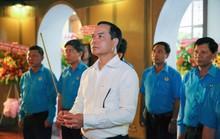 Chủ tịch Tổng LĐLĐ Việt Nam dâng hương tưởng niệm Chủ tịch Tôn Đức Thắng