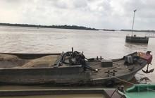 Dùng dao, kiếm giải vây cho đồng bọn đang bị khống chế trên sông Đồng Nai