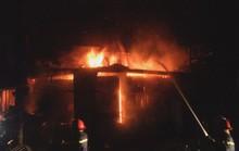 Hỏa hoạn thiêu rụi 2 ki ốt trong đêm khi cả nhà đang ngủ bên trong