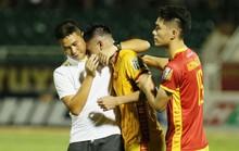 Cầu thủ Thanh Hoá khóc nức nở sau trận thua Sài Gòn FC