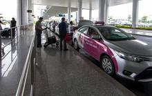 Để không tự biến mình thành gà quay cho taxi dù sân bay Nội Bài