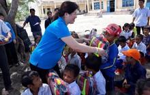 Gia Lai: 500 cặp phao cứu sinh cho học sinh khó khăn