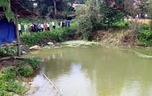 Trốn bố mẹ ra ao sau buổi nhập học, 3 em nhỏ đuối nước thương tâm