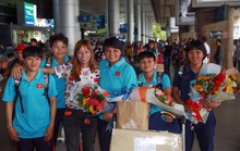 Đội tuyển nữ về nước, HLV Mai Đức Chung khoe học trò được mời xuất ngoại