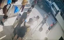 Xót xa cảnh phát hiện học sinh lớp 1 trường quốc tế ở Hà Nội cứng người trên ô tô