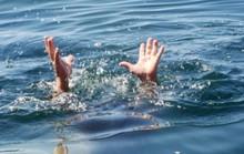 Đi tìm bà, cháu bị rơi xuống khe nước tử vong