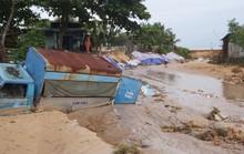 """Nước """"lũ"""" rút, nhiều nhà dân ở Phú Quốc tan hoang"""