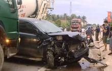 Xe bán tải va chạm xe máy rồi tông xe 7 chỗ, 2 người phụ nữ bị thương