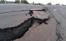 Vụ đường 250 tỷ vừa hoàn thành đã nứt toác: Mặt đường ngày một tan nát