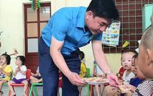 Quảng Bình: Thăm, tặng quà con công nhân khó khăn