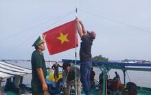 1.000 lá cờ Tổ quốc đến tay ngư dân Phú Quốc
