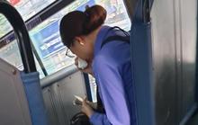 Vụ khách quên mua vé, nữ tiếp viên xe buýt khóc: Tôi buồn nhưng không trách