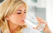 Điều gì xảy ra nếu uống quá nhiều nước hàng ngày?