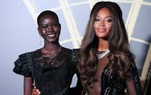 Báo đen Naomi Campbell gợi cảm với đầm xuyên thấu