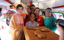 Jetstar Pacific nói gì về chiếc bánh Trung thu siêu to bà Tân Vlog mang lên máy bay?