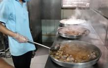 Mục sở thị nơi suất ra bữa ăn cho hàng vạn học sinh, công nhân