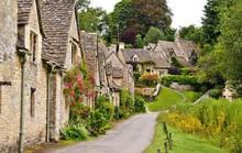 Thăm ngôi làng trên hộ chiếu nước Anh