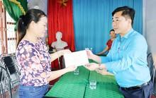 Quảng Bình: Thăm, tặng quà cho người dân vùng bão lũ