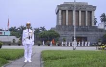 Clip: Hàng ngàn người nghiêm trang dự lễ chào cờ sáng ngày Quốc khánh 2-9 trên Quảng trường Ba Đình