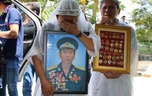 Nghẹn ngào tiễn Đại tá phi công Nguyễn Văn Bảy về với đất mẹ Lai Vung