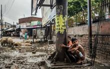 2 đứa trẻ bị đánh chết vì đi vệ sinh trên đường