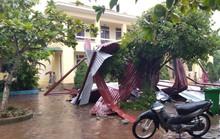 Trường học tan hoang vì lốc xoáy, hơn 2.600 học sinh phải nghỉ học do mưa lũ