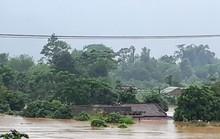 Cận cảnh hàng trăm nhà dân Quảng Trị ngập chìm trong nước