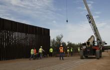 """Mỹ """"hy sinh"""" hàng trăm dự án quân sự vì bức tường biên giới"""