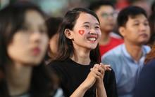 Muôn màu cảm xúc CĐV Việt Nam trong trận hòa Thái Lan