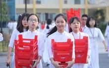 Nữ sinh rạng ngời trong tà áo dài trắng tinh khôi ngày khai giảng