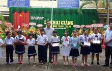 Báo Người Lao Động trao quà và học bổng cho học sinh nghèo miền Tây