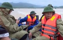 Thuyền lật khi thị sát vùng lũ, phó chủ tịch huyện và cán bộ gặp nạn trên sông Gianh