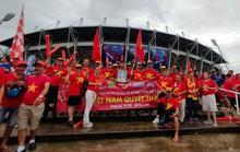 Tuyển Việt Nam gặp Thái Lan: Áo đỏ sao vàng nhuộm rực sân vận động