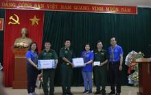 Đoàn cán bộ,  phóng viên TP HCM đến thăm Đồn Biên phòng Đàm Thủy