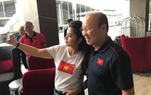 Bà Lê Hoàng Diệp Thảo sang Thái Lan thưởng nóng tuyển Việt Nam