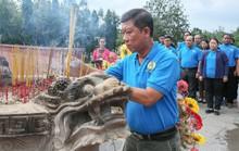 LĐLĐ TP HCM  dâng hương Đài tưởng niệm Nghĩa trang Hàng Dương