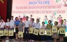Hà Nội: Trao 80 suất học bổng cho con CNVC-LĐ vượt khó học giỏi