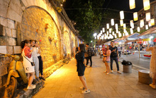 Đèn lồng rợp bóng phố bích hoạ Hà Nội đón Tết Trung thu