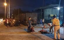 Chui gầm xe đầu kéo lấy kích, vợ chủ garage bị xe lùi cán qua người tử vong