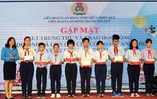 Thừa Thiên - Huế: Tặng quà, trao học bổng cho con CNVC-LĐ