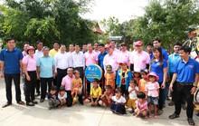 C.P. Việt Nam sẻ chia khó khăn với người dân bản làng Kà Nâu