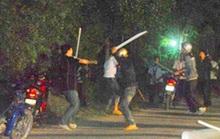 CLIP: Rùng mình cảnh hỗn chiến khiến nam thanh niên lìa cẳng tay