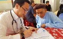 Thầy thuốc TP HCM đến với người dân nghèo đất võ miền Trung
