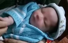 Gia đình hiếm muộn phát hiện bé trai sơ sinh bị bỏ rơi cùng bức tâm thư của người mẹ