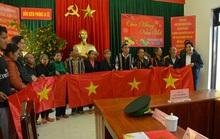 Cờ Tổ quốc đến với đồng bào biên giới Việt - Lào