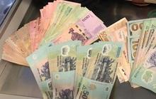 Hành khách từ TP HCM quên iPhone và nhiều tiền trên máy bay