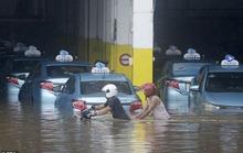 Jakarta: Mưa không bình thường một đêm, 16 người chết
