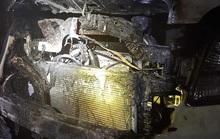 Xế hộp đang đậu trong sân nhà bất ngờ bốc cháy vào sáng mùng 1 Tết